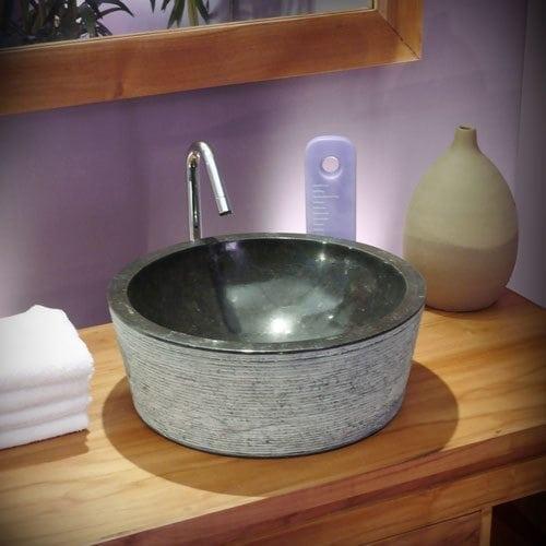 Une vasque en marbre noir pour la salle de bain