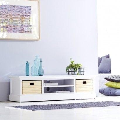 Un meuble TV blanc en peuplier épuré pour une atmosphère familiale au sein du salon