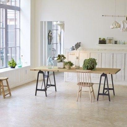 Adoptez un style industriel grâce à une table basse en en pin et métal