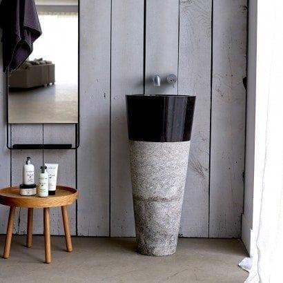 J'opte pour un vasque sur pied en marbre pour ma salle de bain